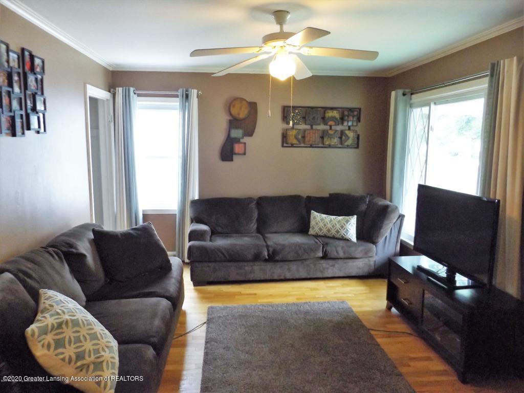 1319 Kelsey Ave - Living Room - 6