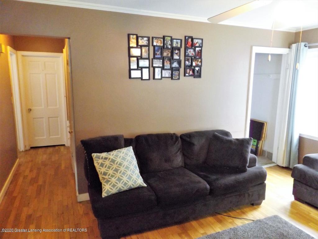 1319 Kelsey Ave - Living Room - 7