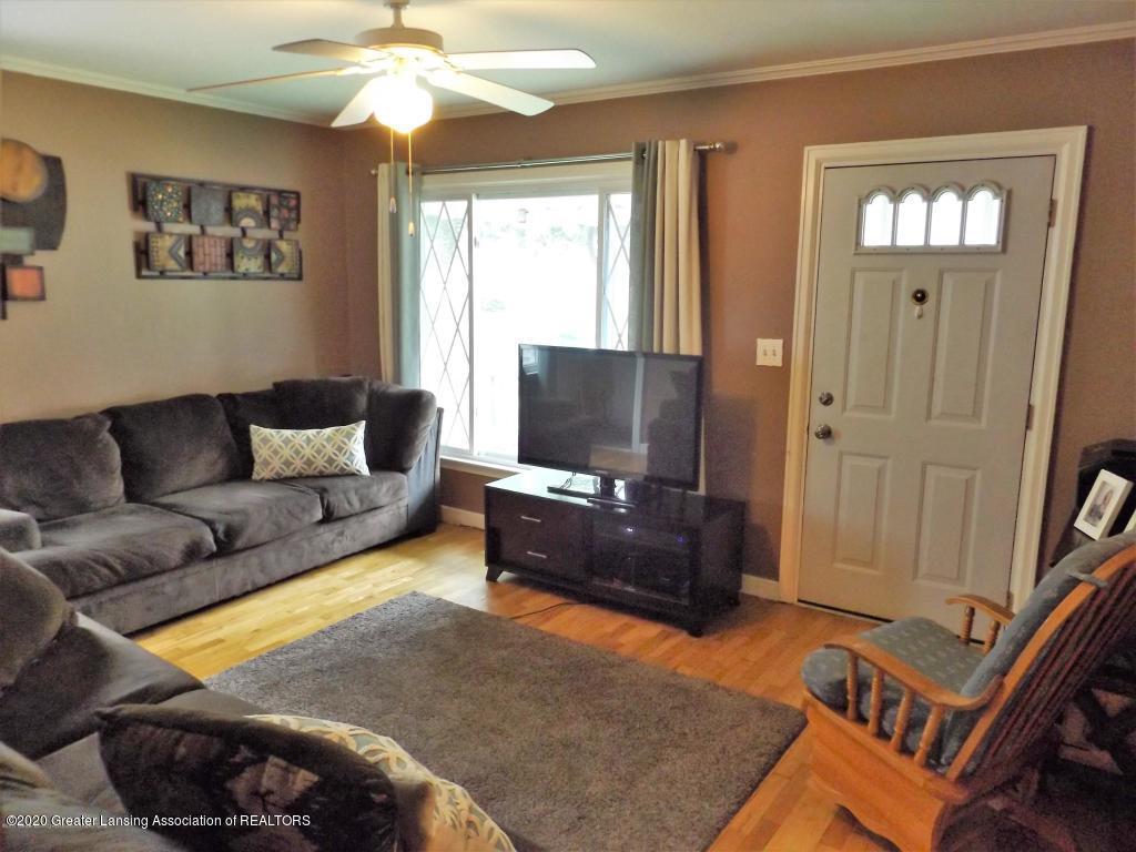 1319 Kelsey Ave - Living Room - 8