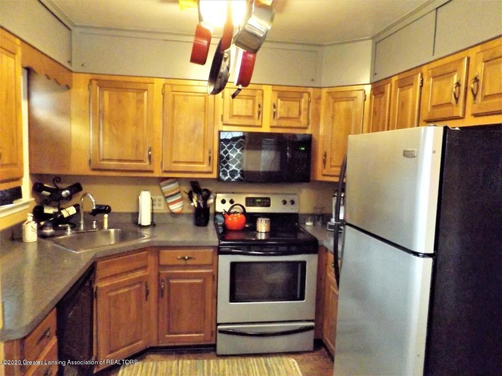 1319 Kelsey Ave - Kitchen - 9