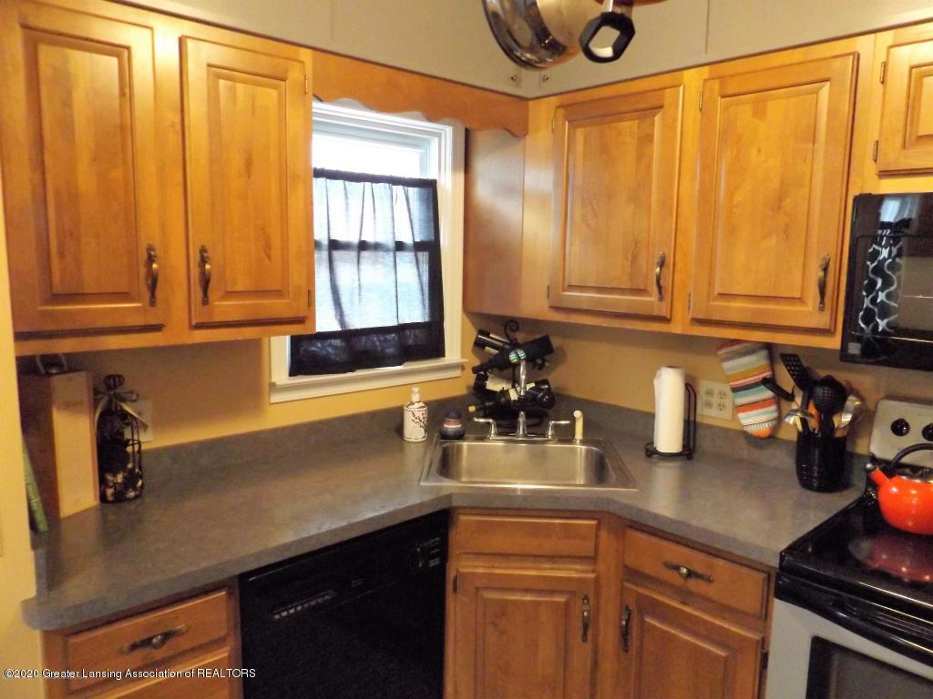 1319 Kelsey Ave - Kitchen - 11