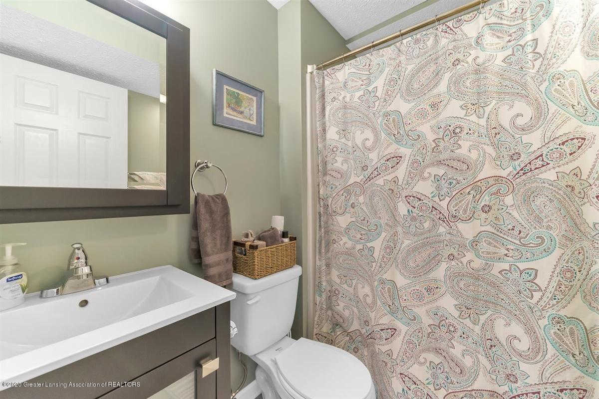 904 Sandhill Dr - Lower Level Full Bath - 53
