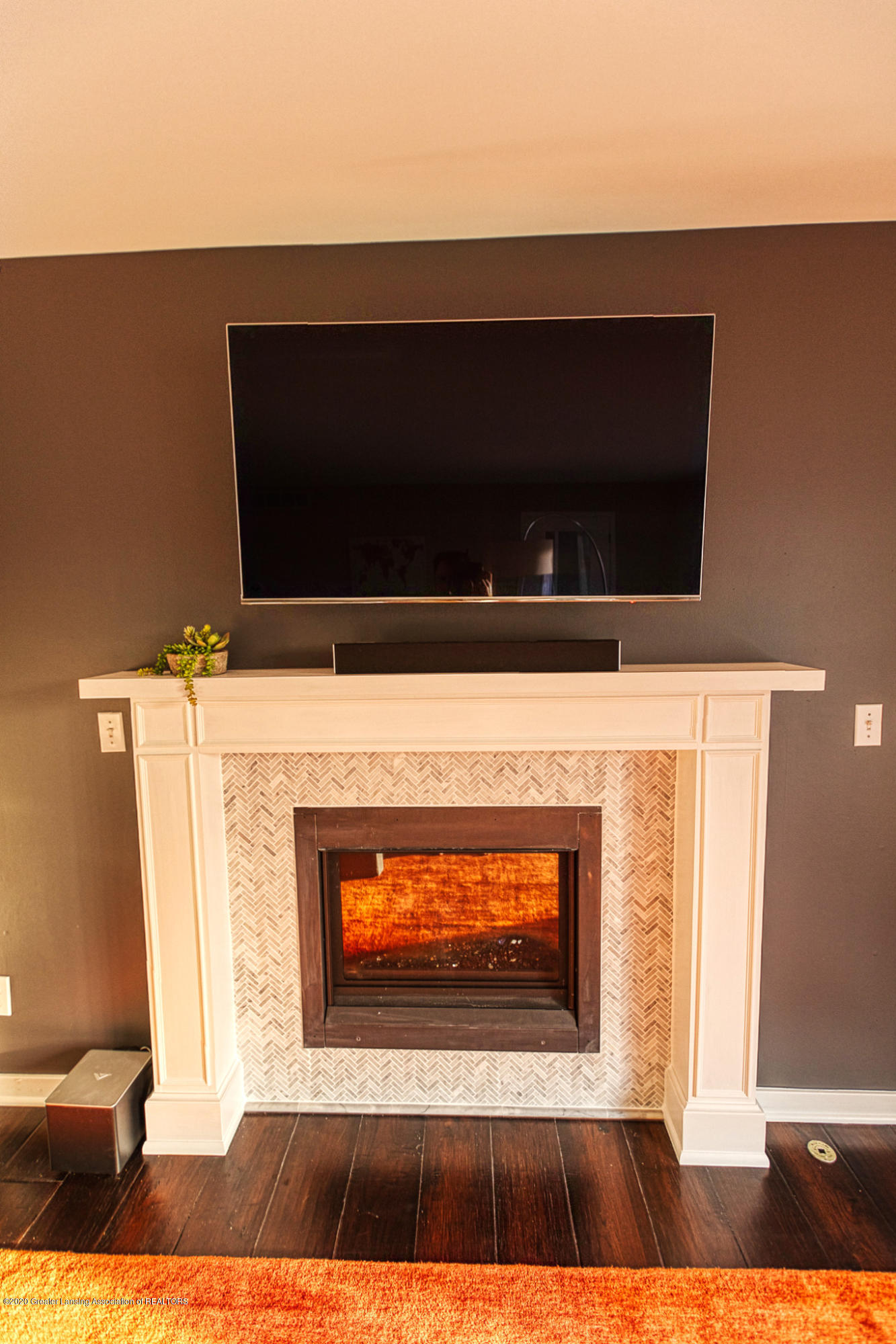 3668 Fairhills Dr - Fireplace - 32