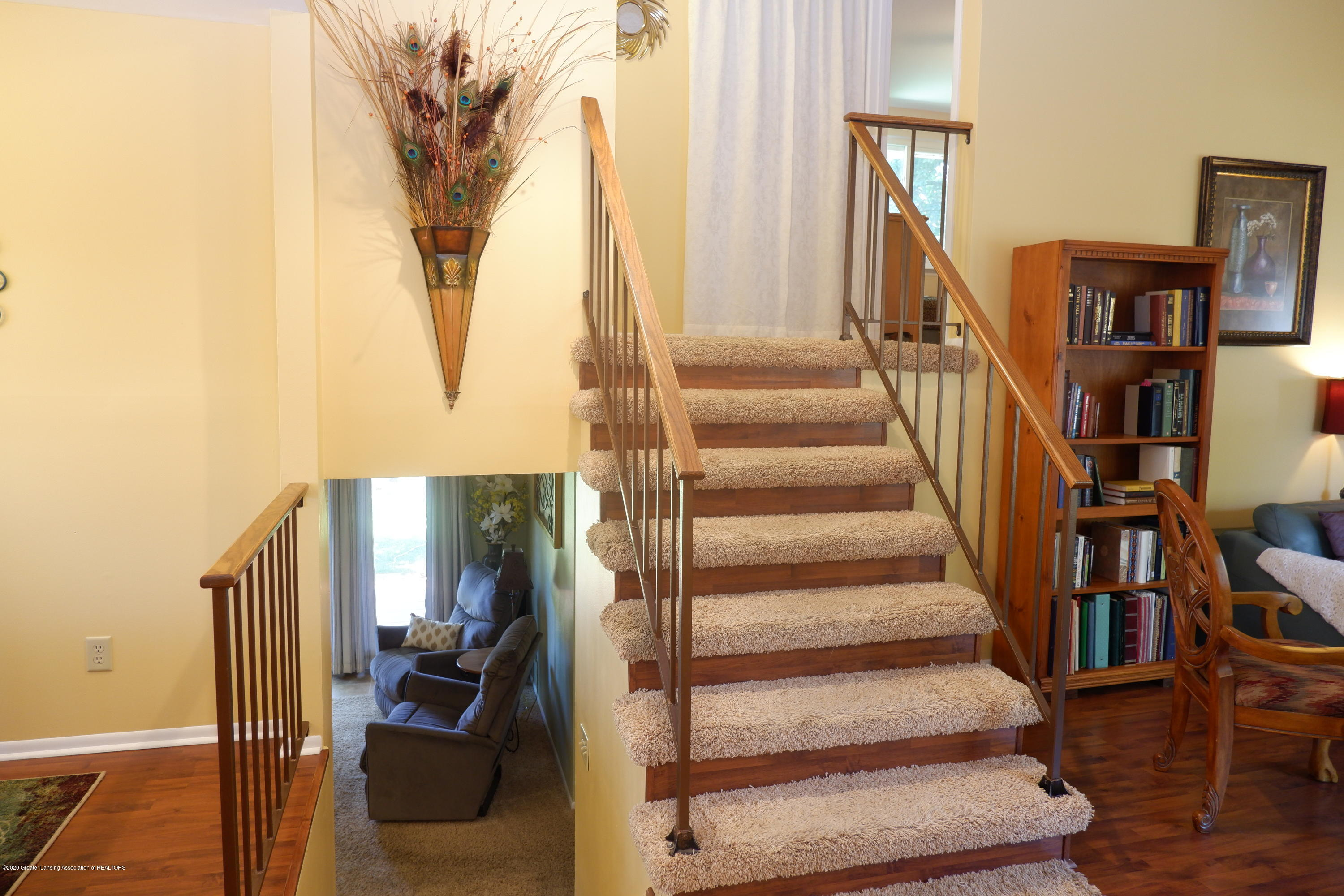 968 Touraine Ave - Split stair to top floor - 8