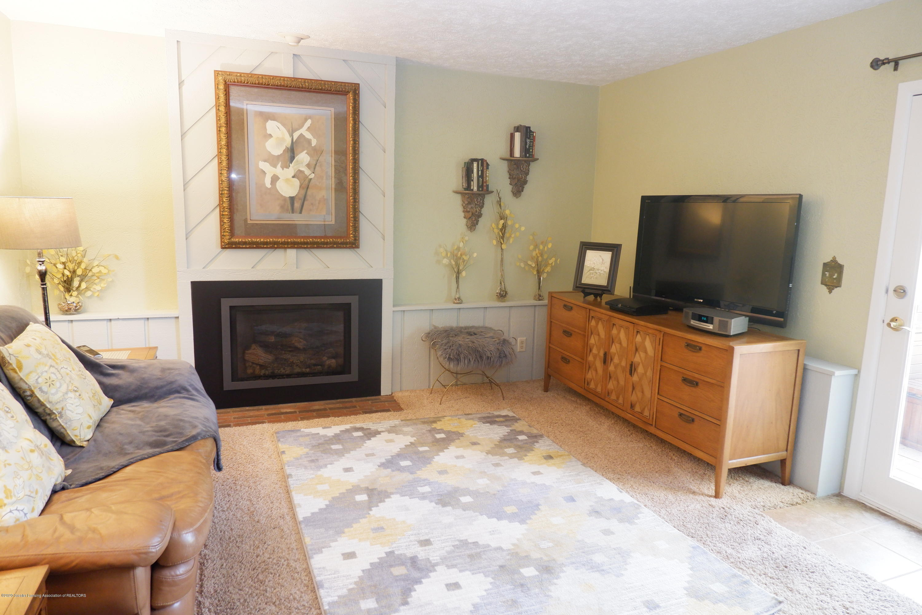 968 Touraine Ave - Lower level family room - 23