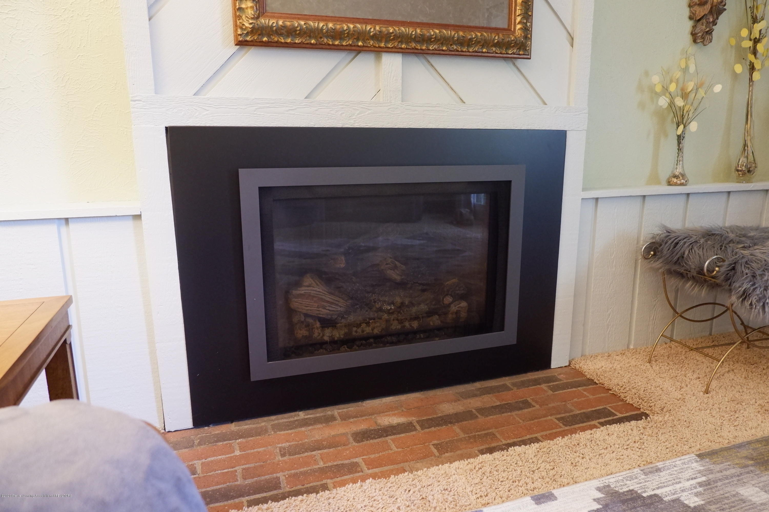 968 Touraine Ave - New gas fireplace insert - 24