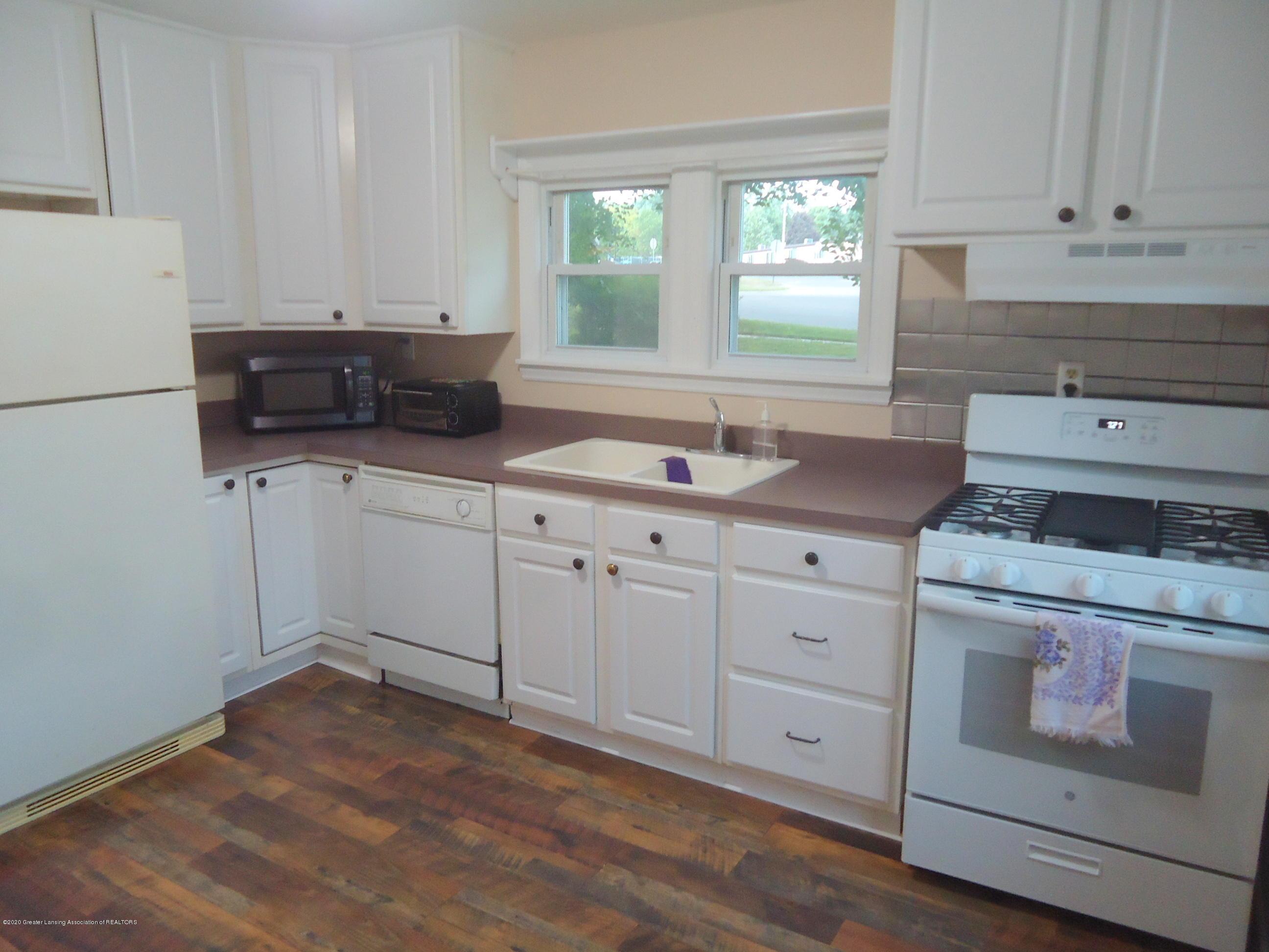 719 W Henry St - 3 Kitchen - 3