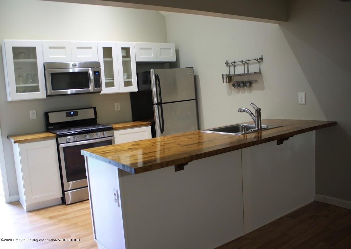 135 S Fairview Ave - Kitchen - 4