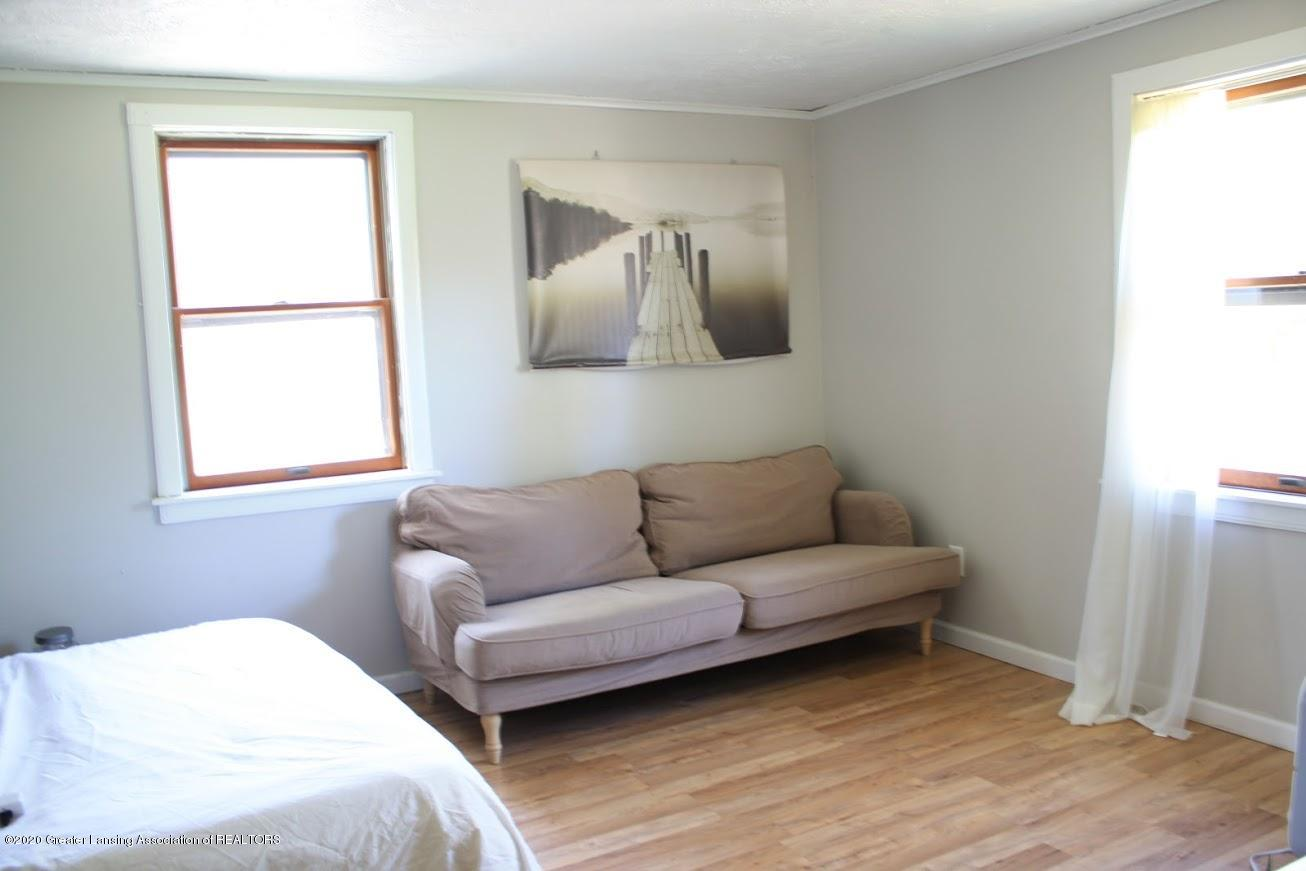 135 S Fairview Ave - Bedroom - 8