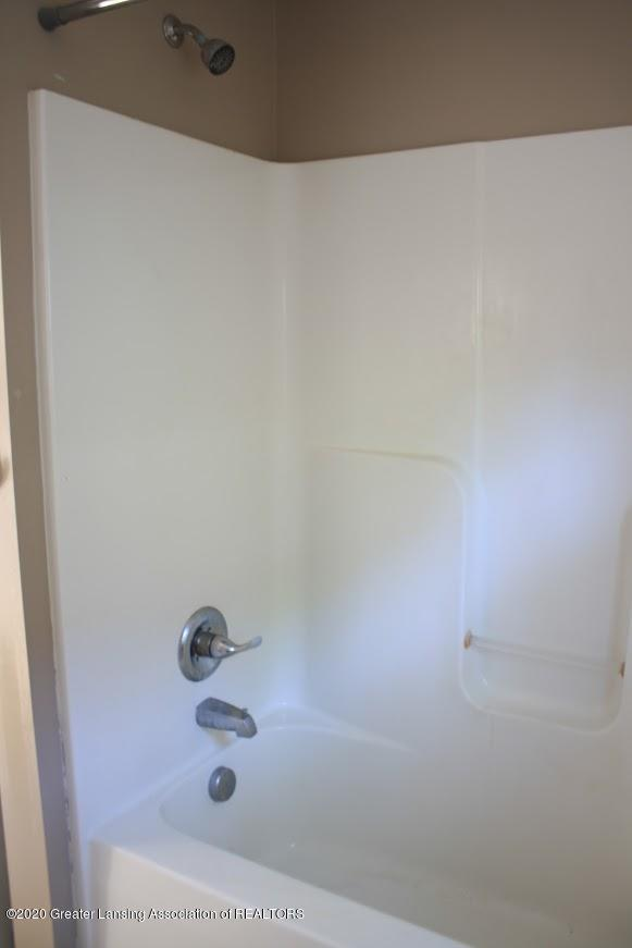 135 S Fairview Ave - Bathroom - 10