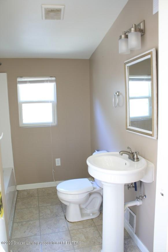 135 S Fairview Ave - Bathroom - 11