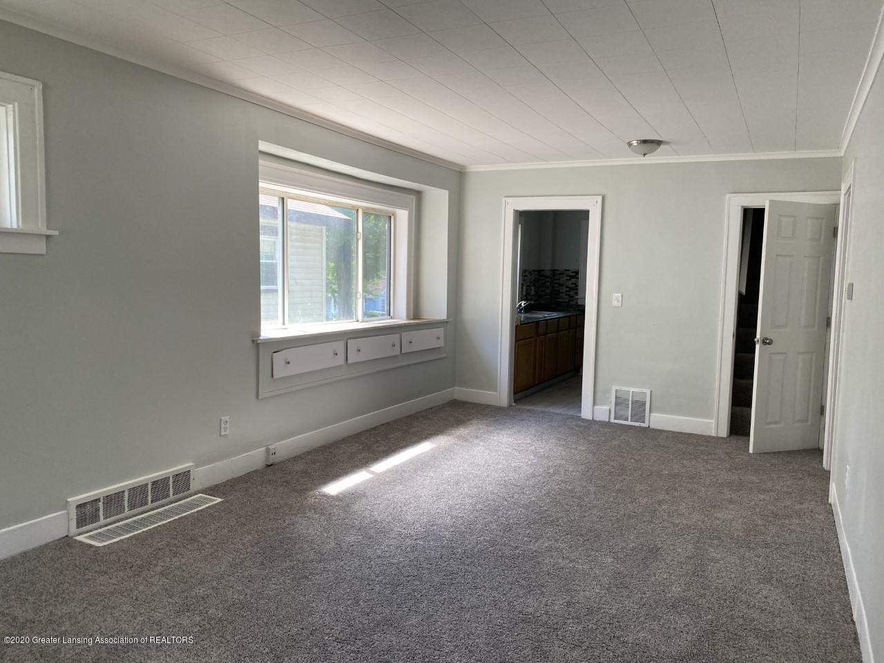 1033 Queen St - Living Room - 7