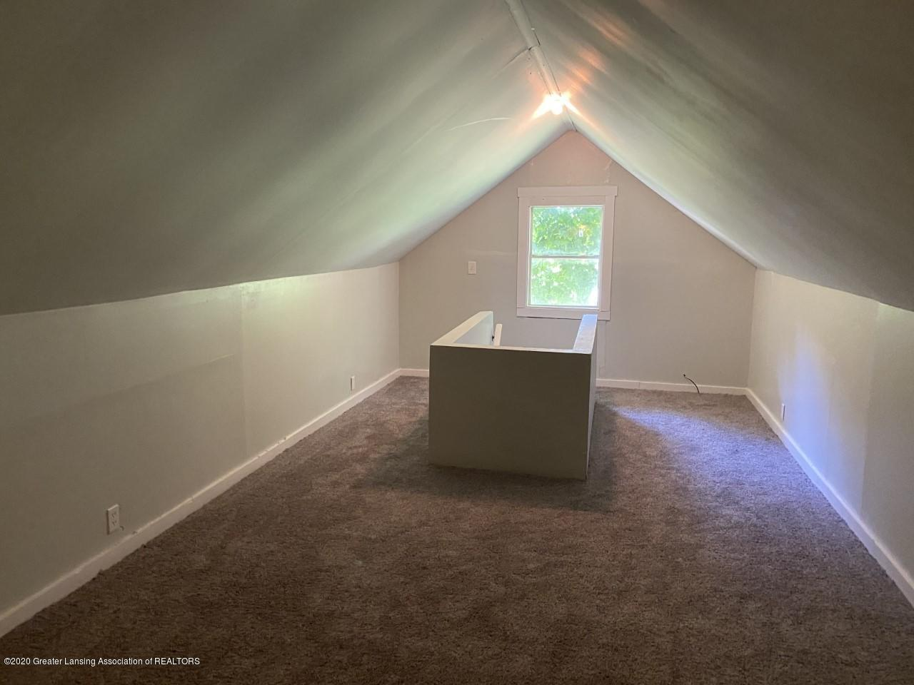 1033 Queen St - Could be a Bonus Room - 20