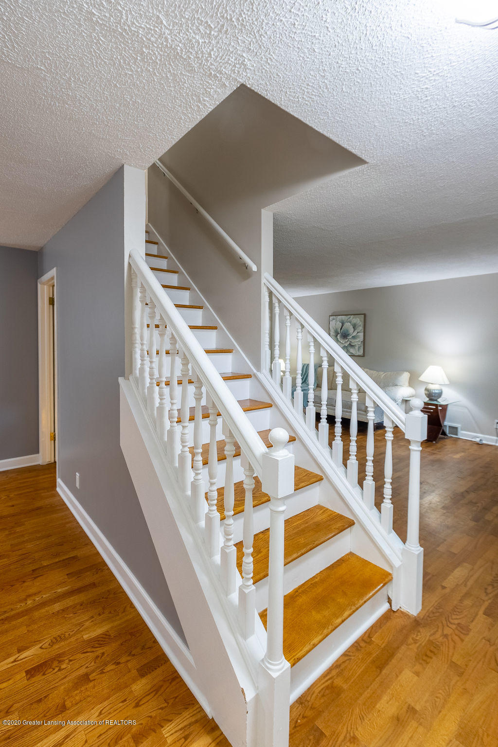 1603 Pebblestone Dr - Staircase to 2nd Level - 5