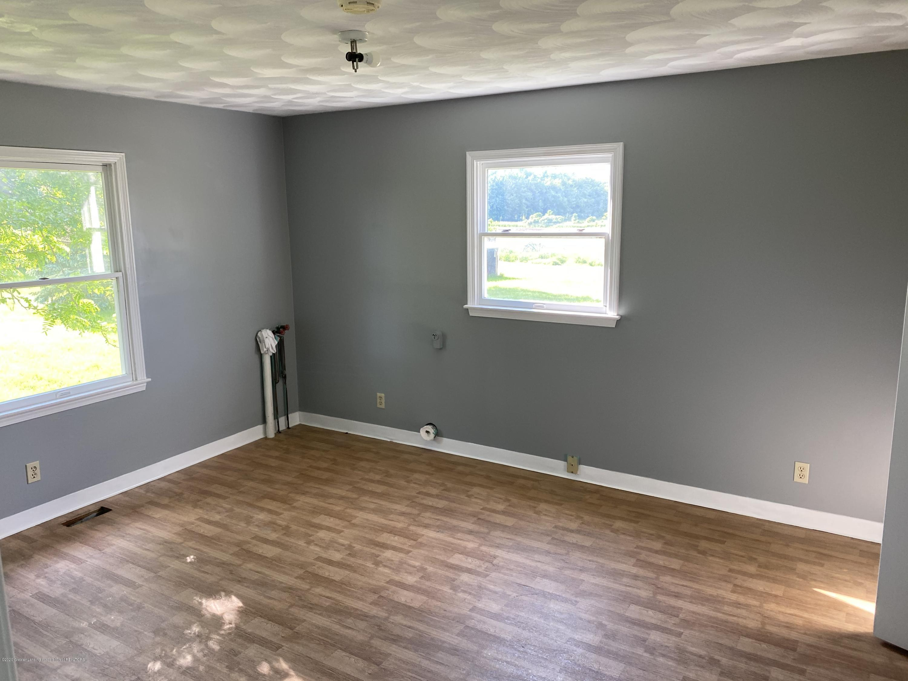 3386 Ionia Rd - 9 BR 2 with Laundry hook up - 10