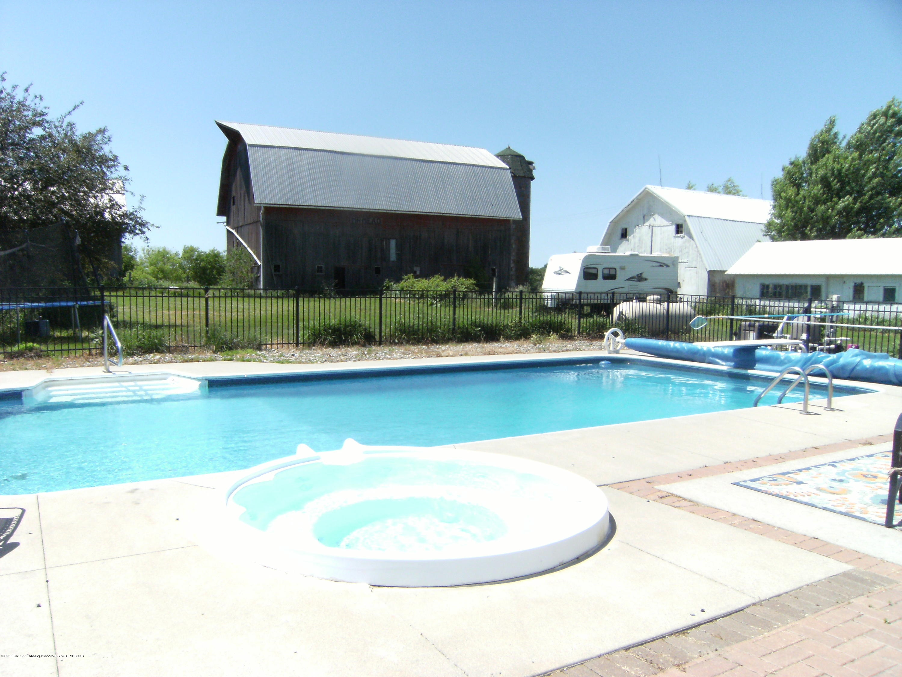 9108 S Krepps Rd - Pool and hot tub - 5