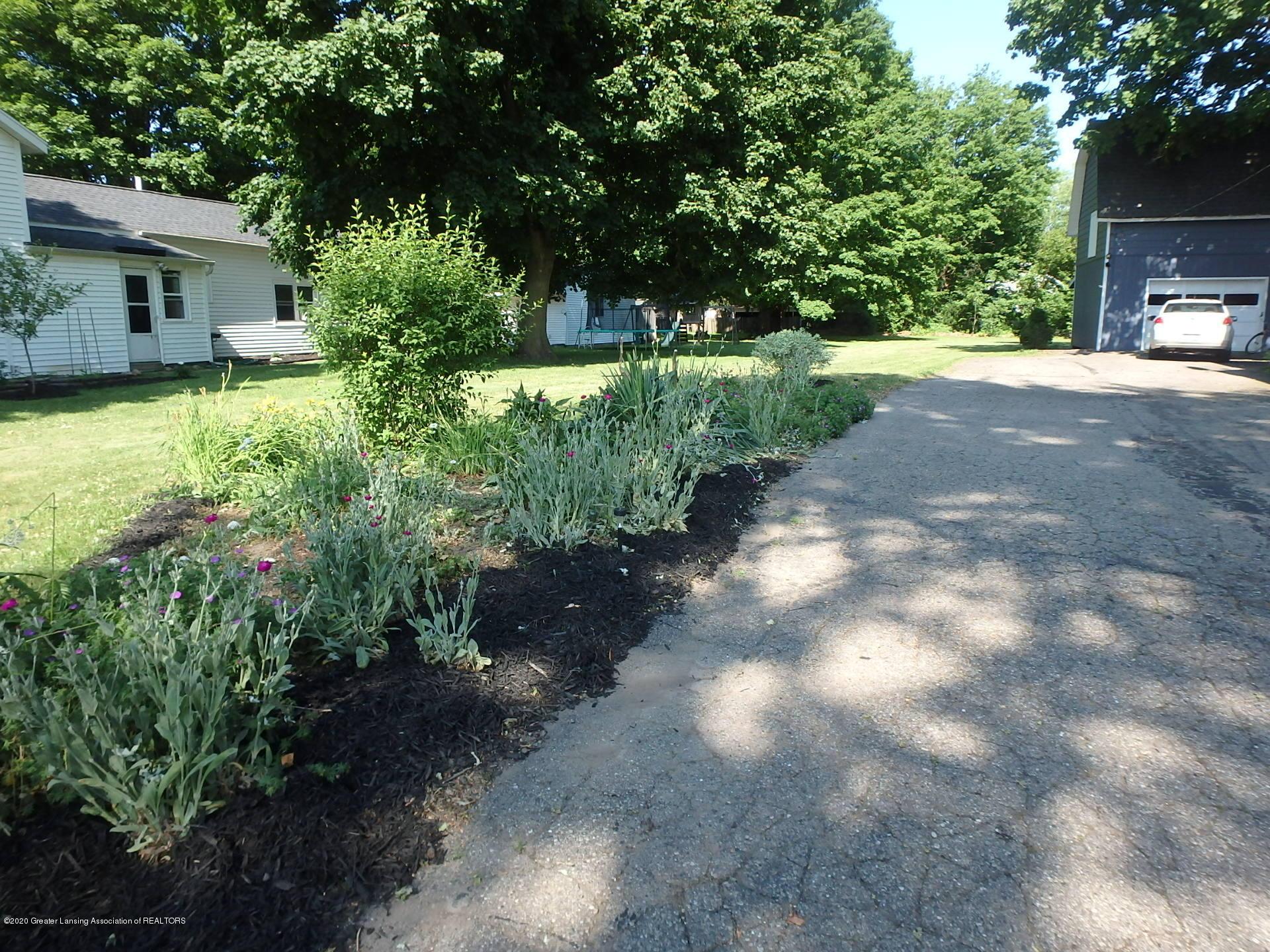 315 Pleasant St - 315 flower beds - 18