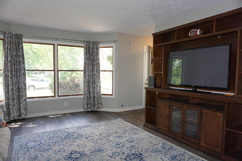 407 Wanilla Ln - Living Room - 12