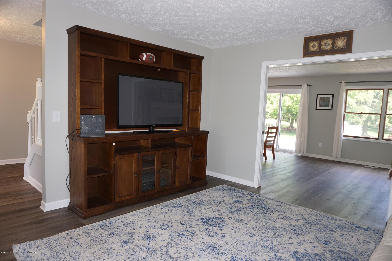 407 Wanilla Ln - Living Room - 13