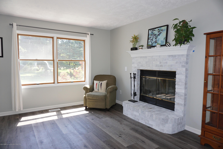407 Wanilla Ln - Family room/sitting area - 3