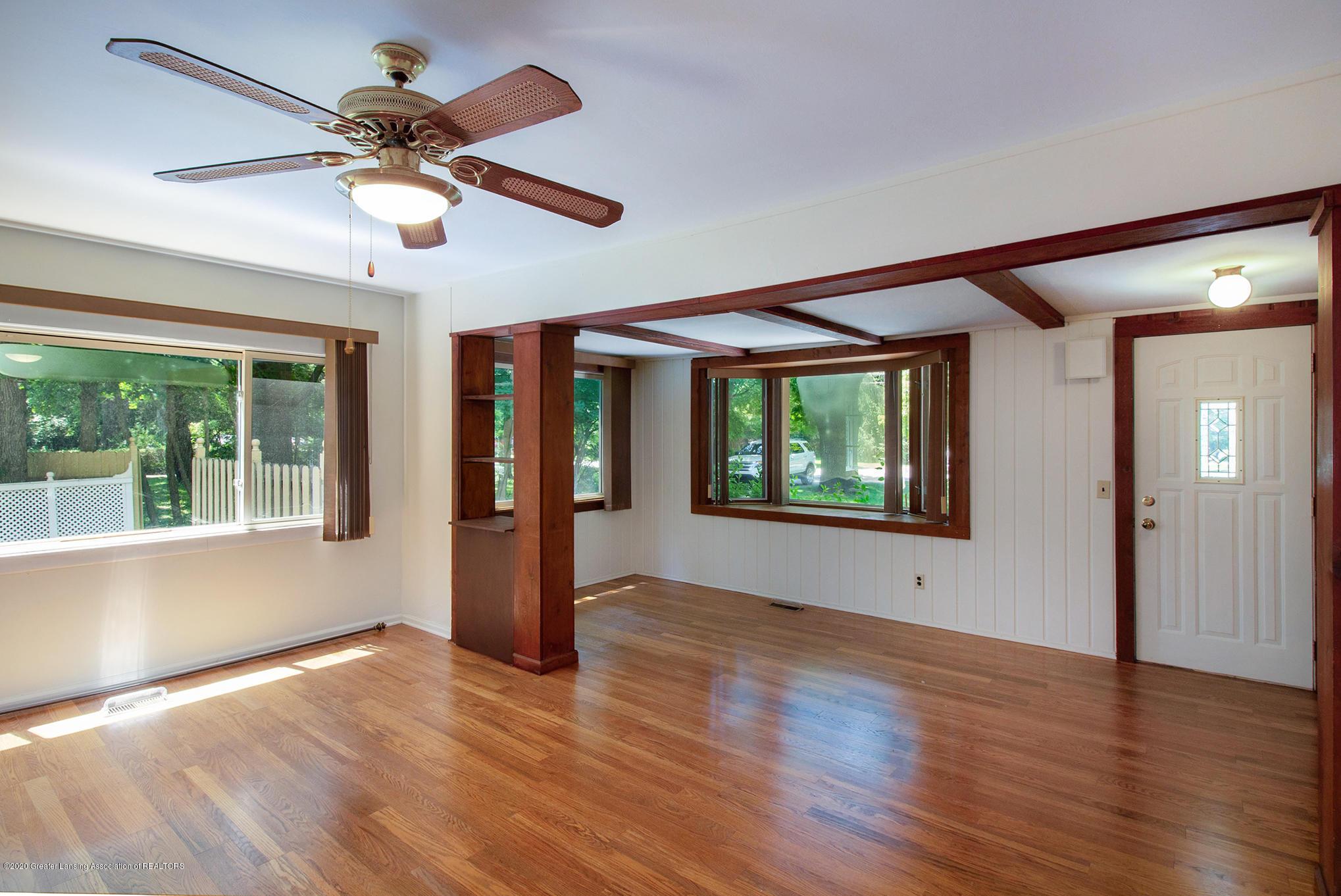 4510 Dobie Rd - Living room - 7
