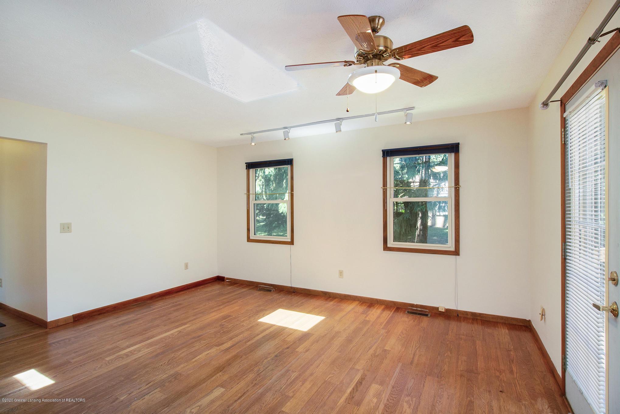 4510 Dobie Rd - Family room - 19