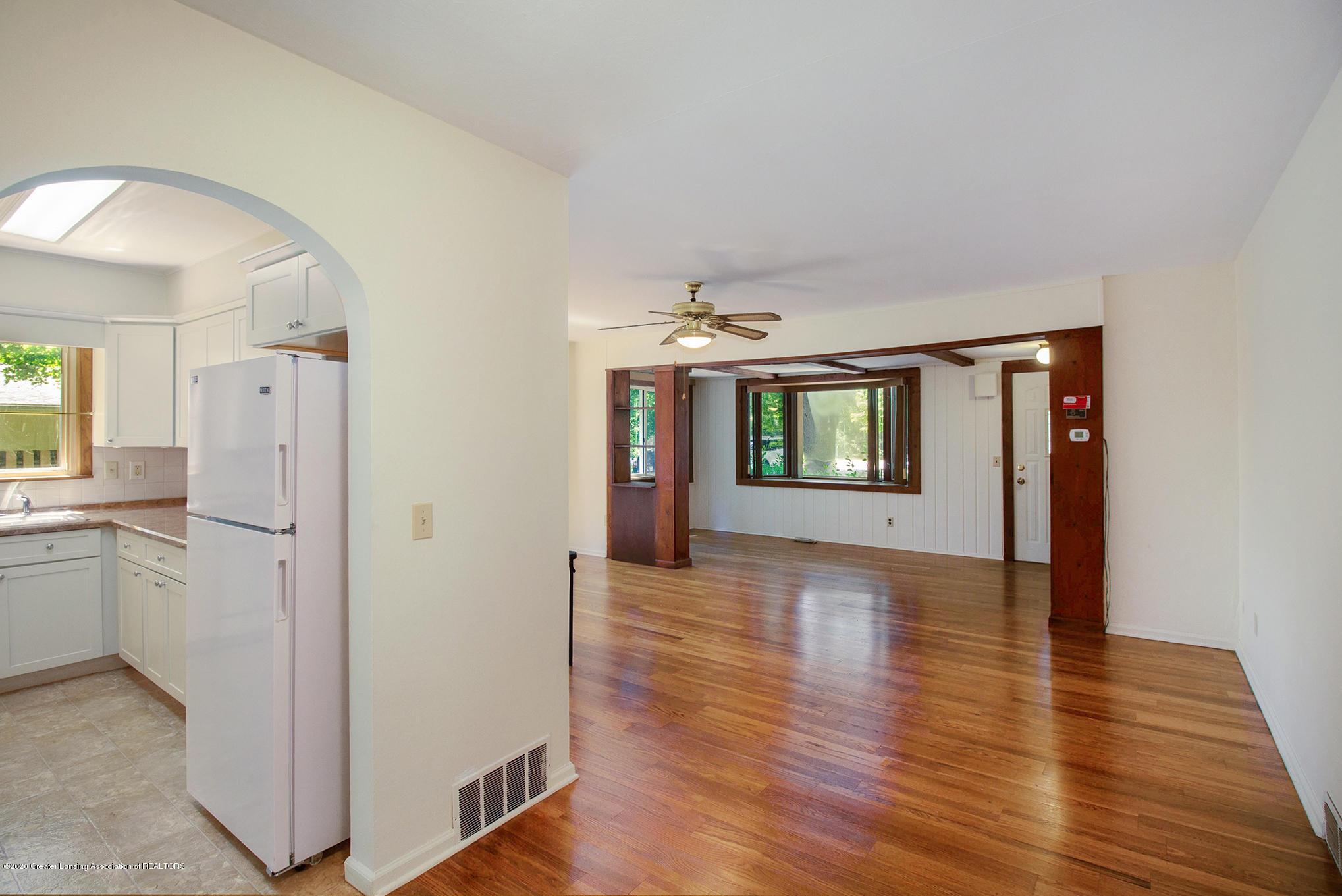 4510 Dobie Rd - Living/kitchen - 9