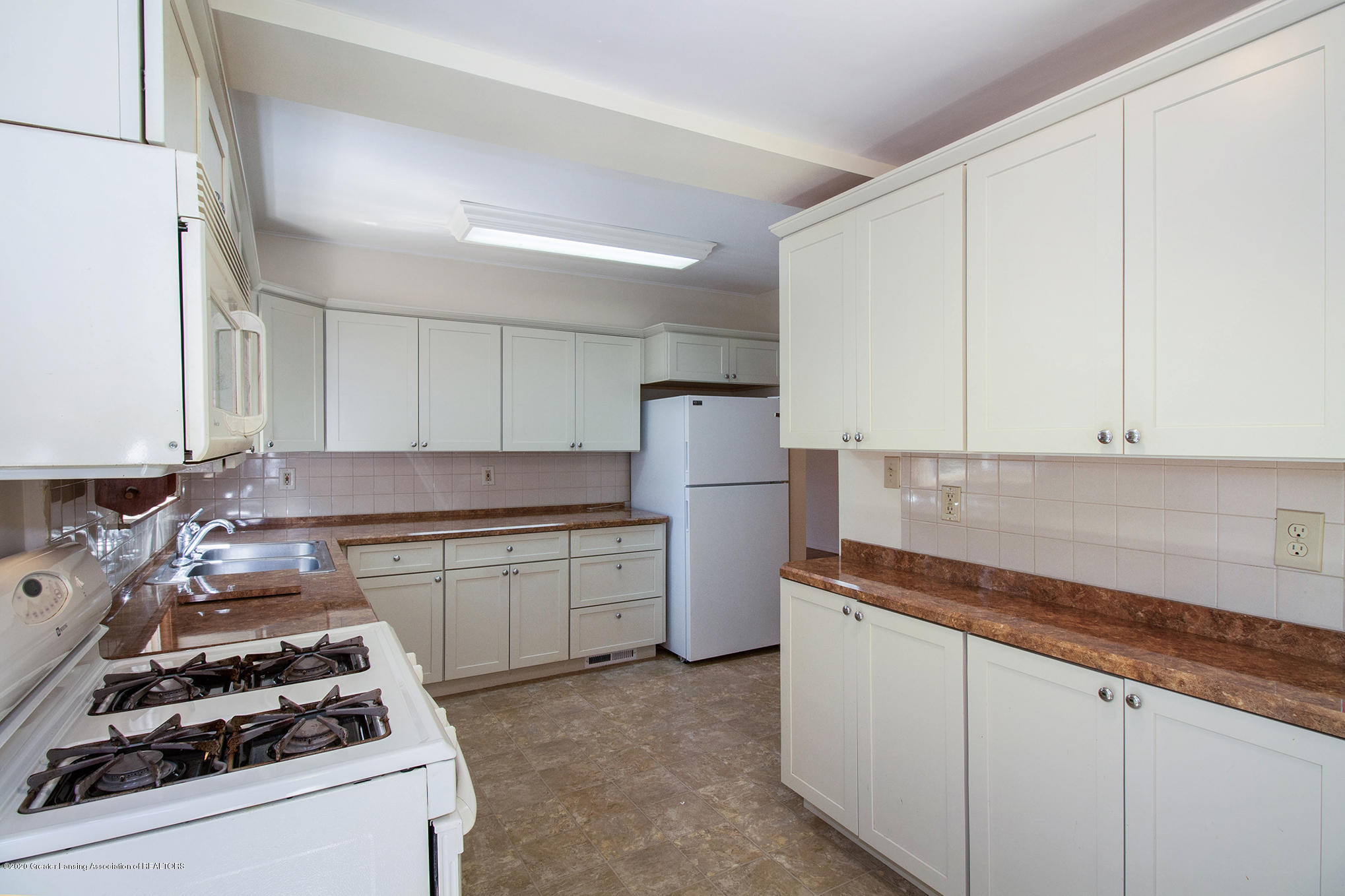 4510 Dobie Rd - Kitchen - 10