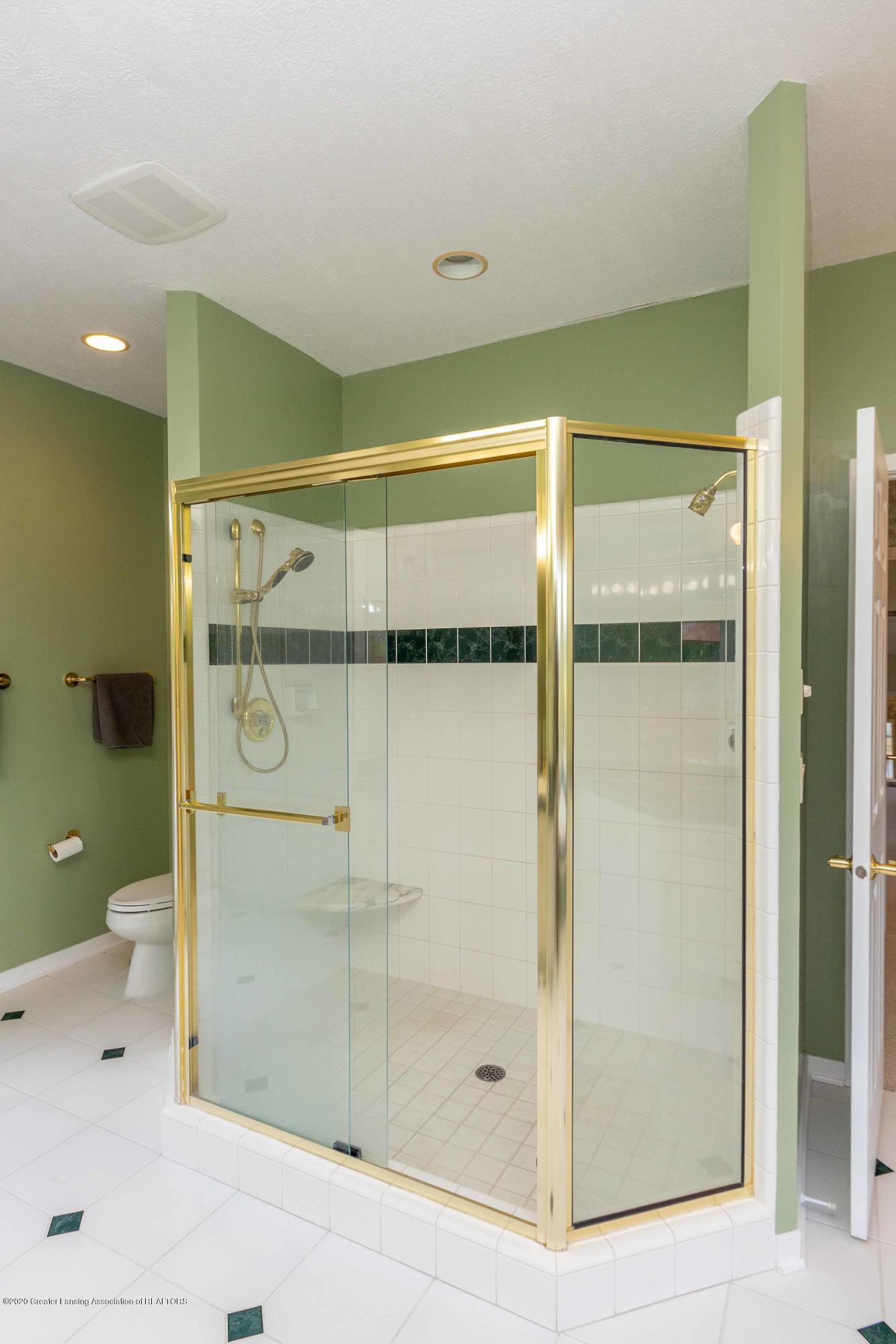 25 Skipper Ln - FIRST FLOOR Master Bathroom - 27