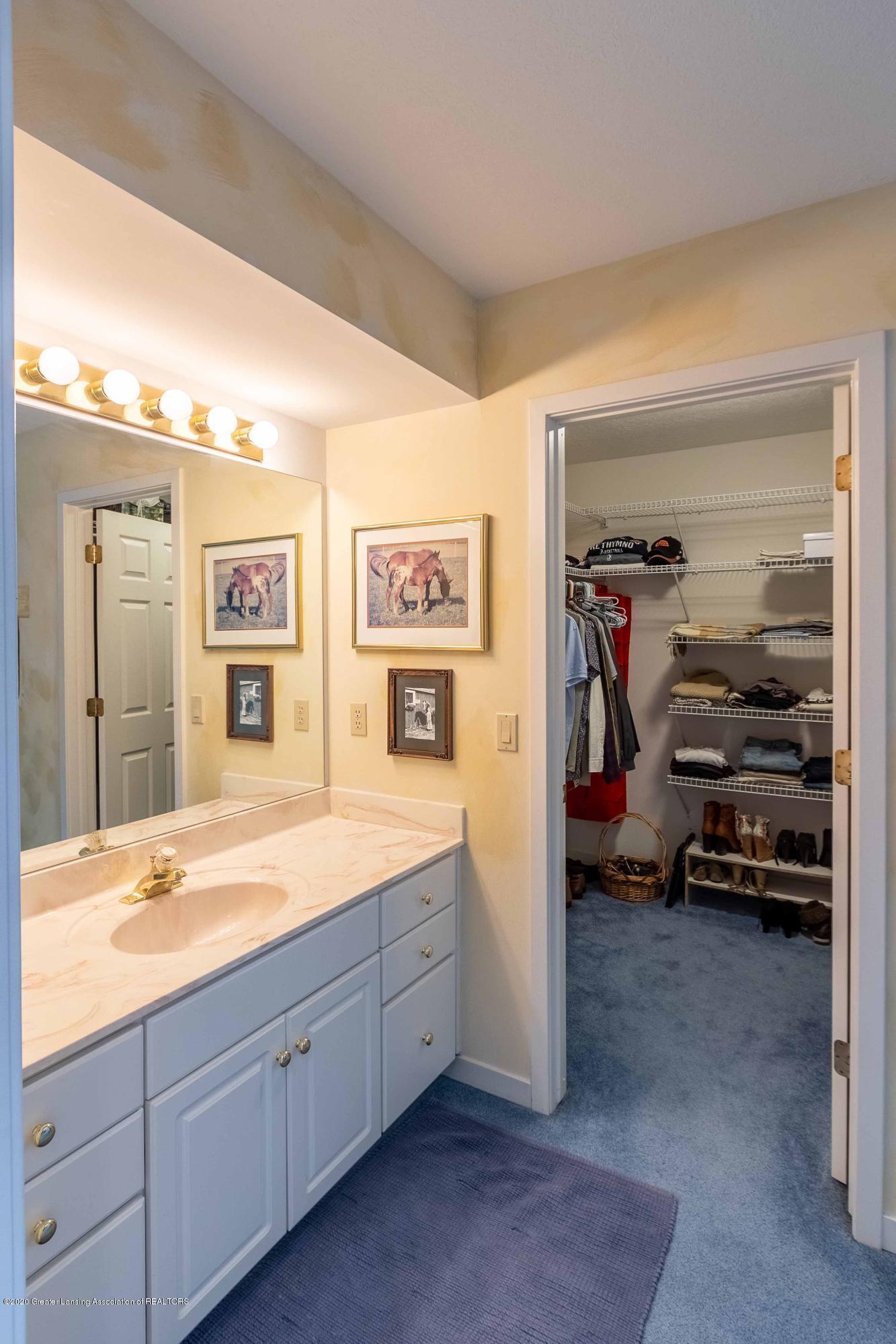 25 Skipper Ln - SECOND FLOOR Bedroom 3 Vanity Area - 37