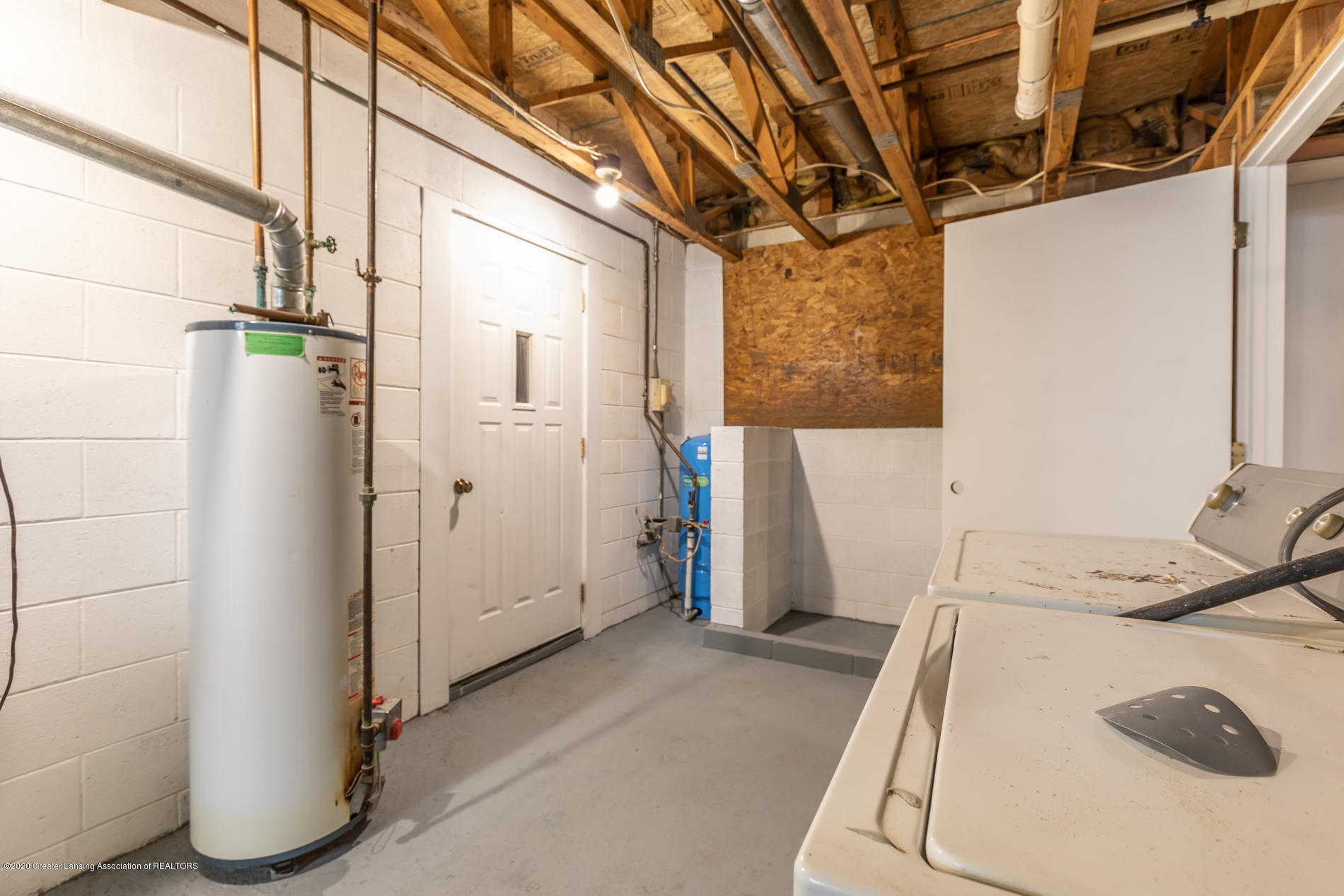 16440 S Jones Rd - Second laundry area - 41