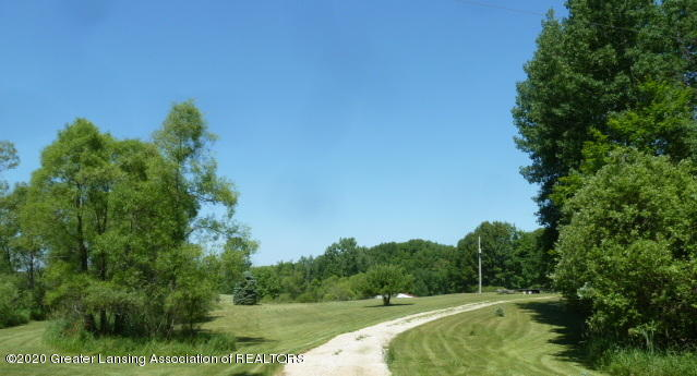 5550 Hill Rd - Driveway To House - 1