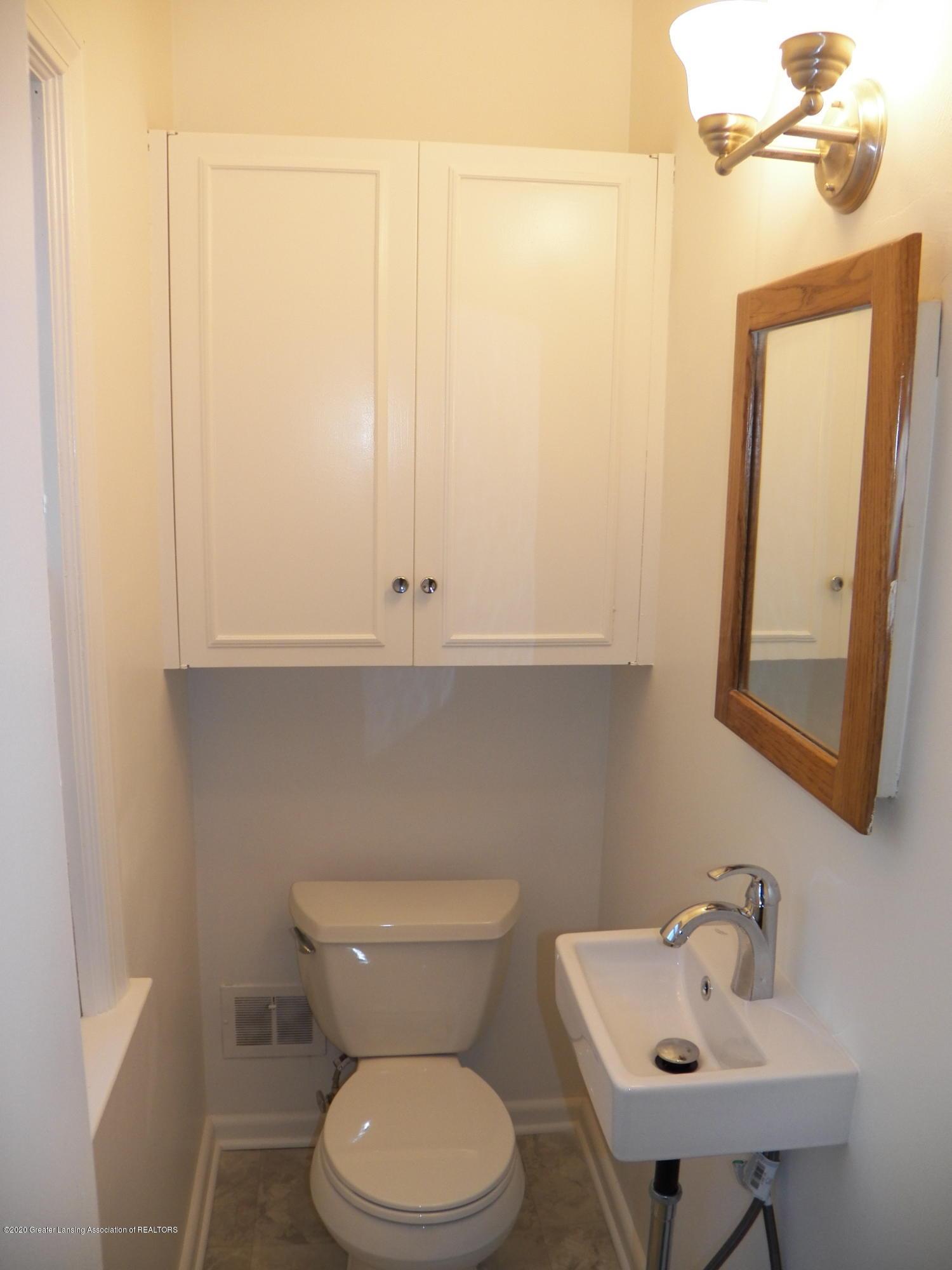 1812 Shubel Ave - 1/2 bath - 11