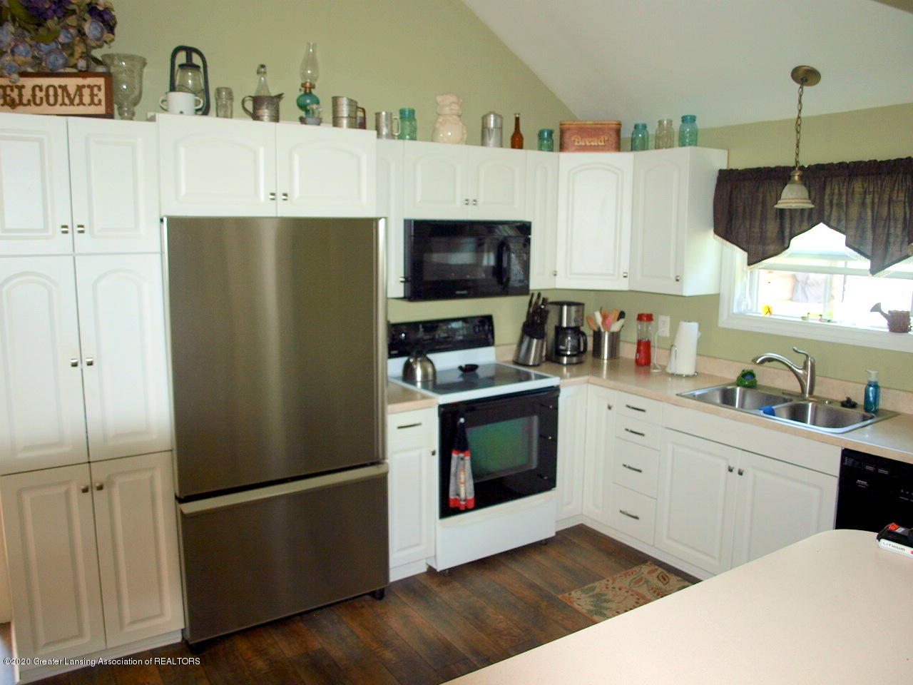 202 N Lansing St - Kitchen - 3
