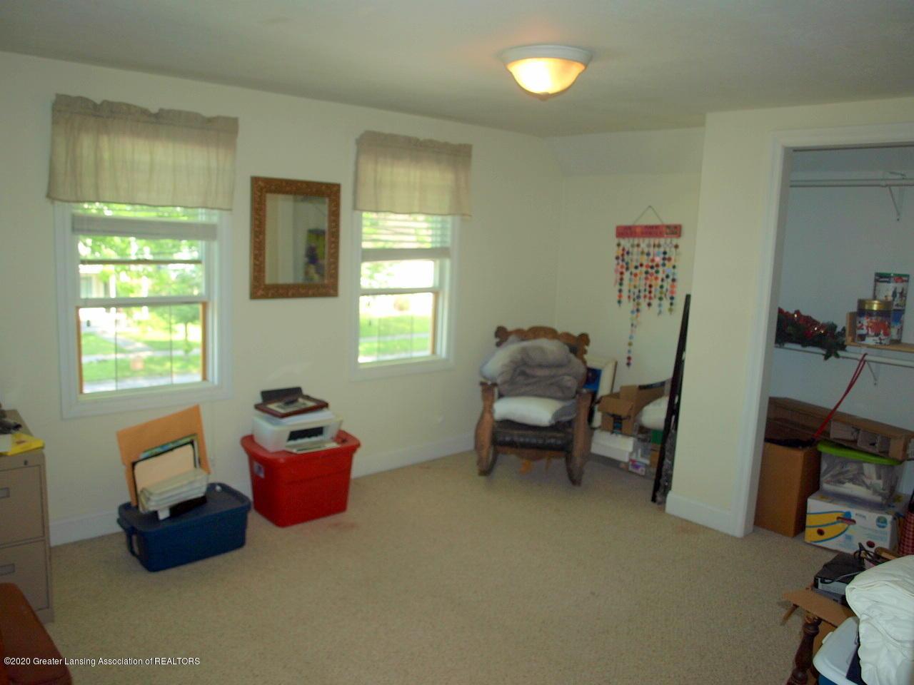 202 N Lansing St - Bedroom - 11