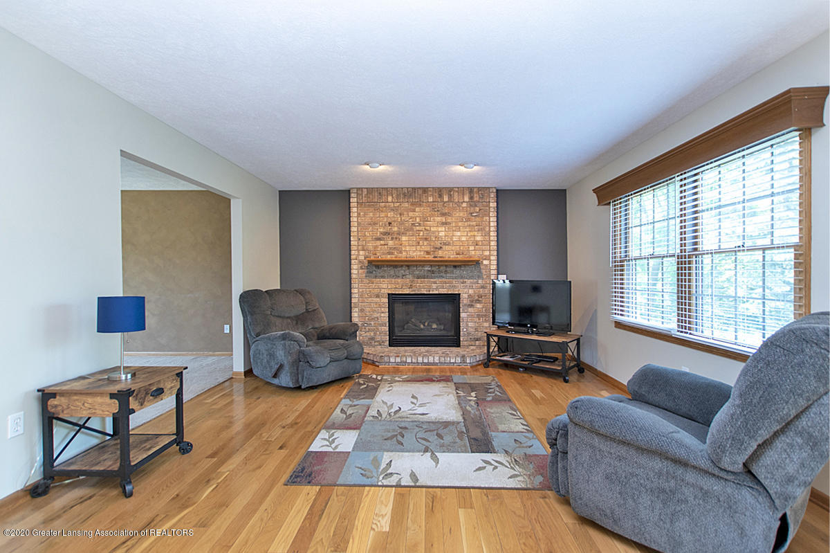 1103 Sunrise Dr - Family Room - 3