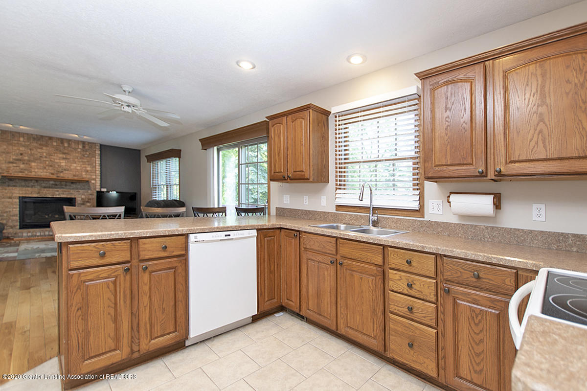1103 Sunrise Dr - Kitchen - 8