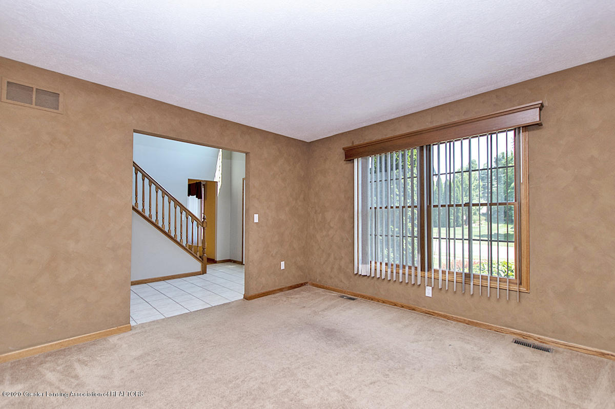 1103 Sunrise Dr - Living Room - 13