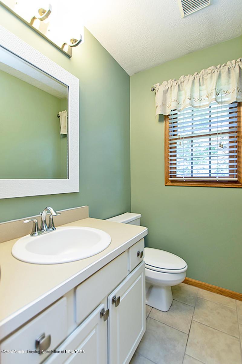 1103 Sunrise Dr - Half Bathroom - 15