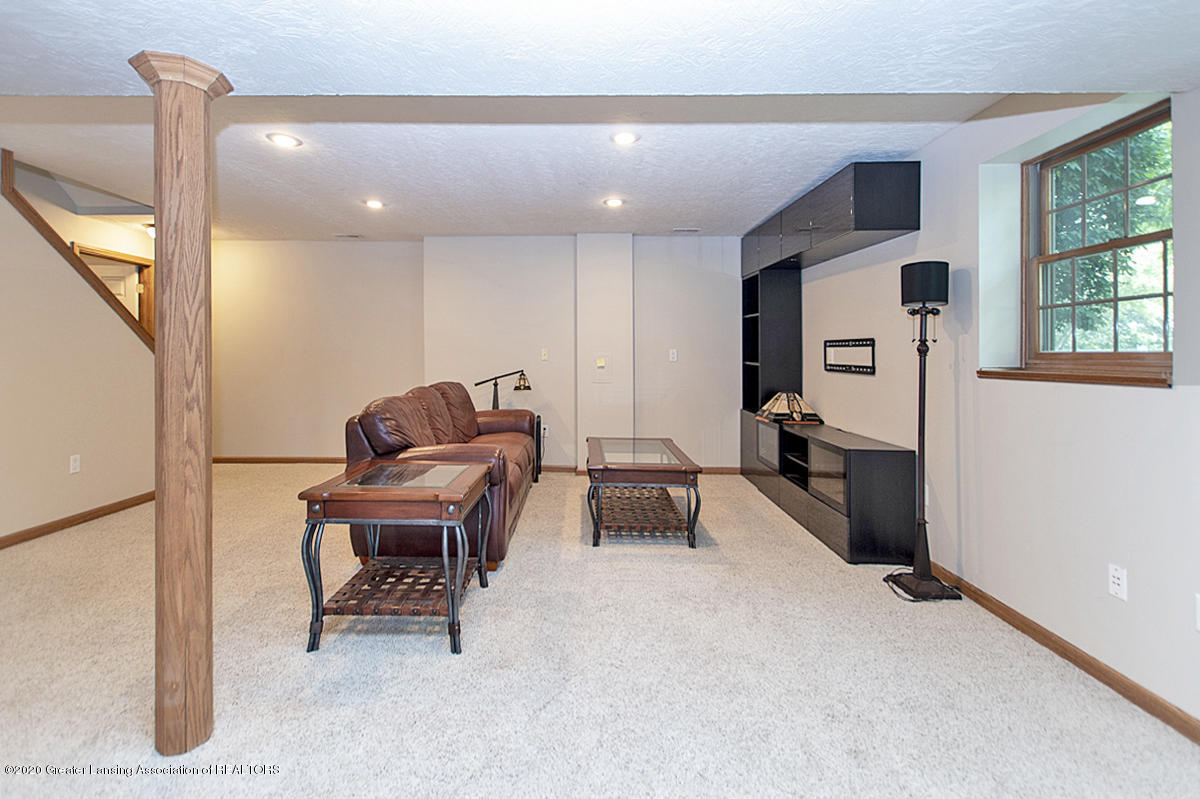 1103 Sunrise Dr - Basement Recreation Room - 27
