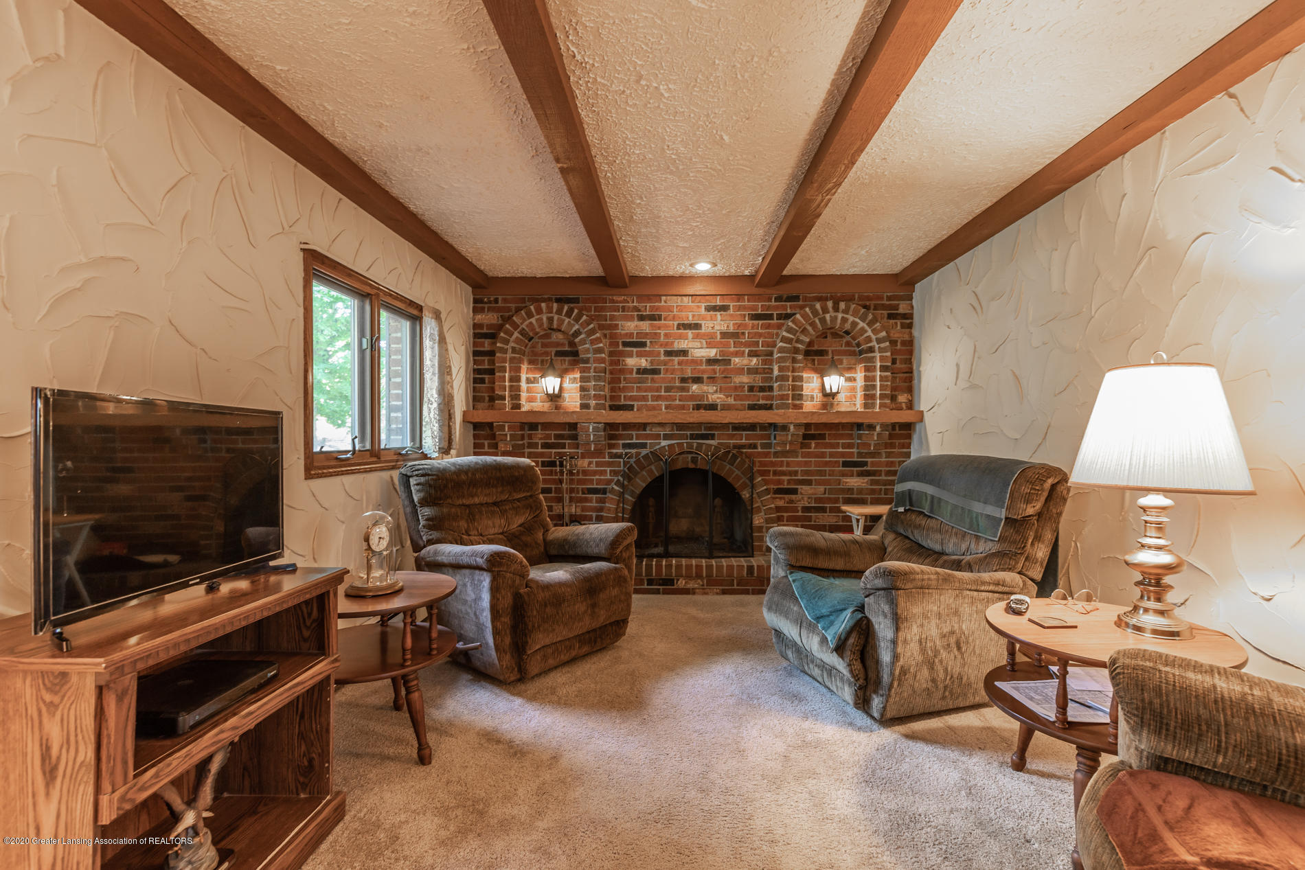 13064 Francis Rd - Family Room - 13