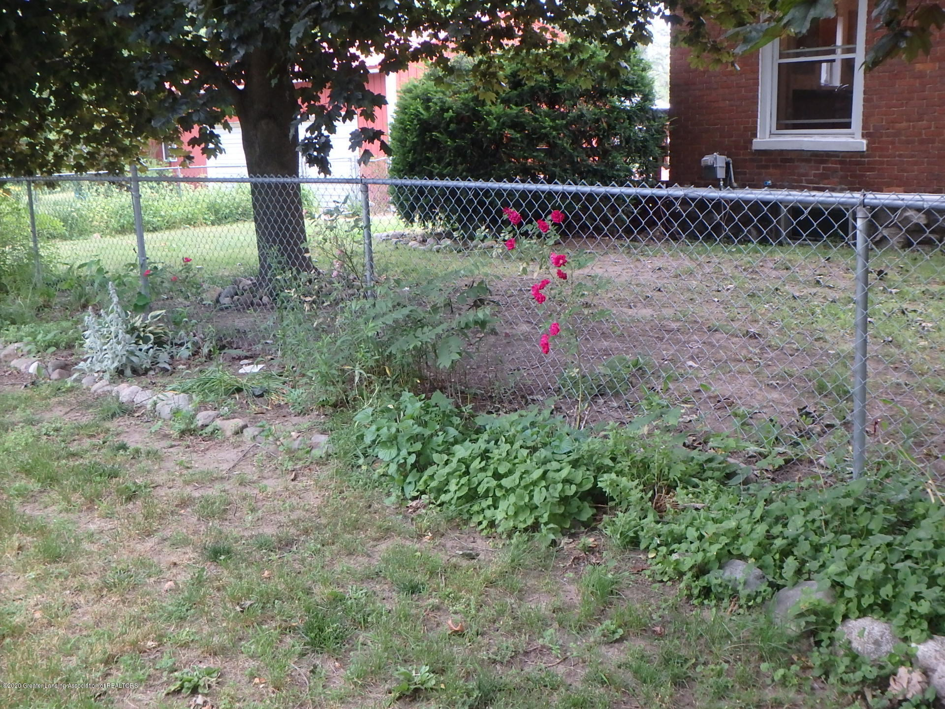 522 Pearl St - 522 flower garden - 5