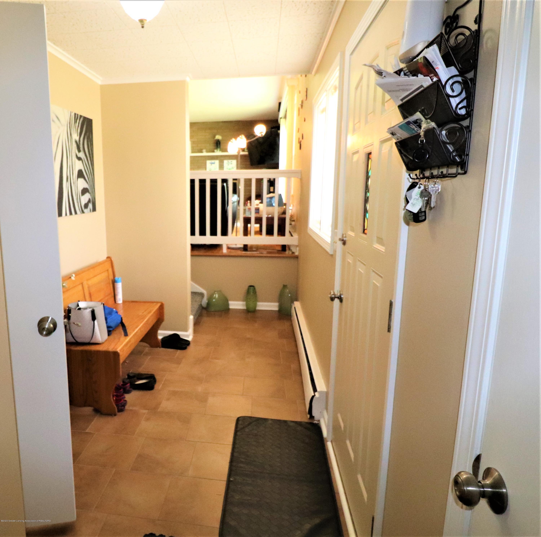 844 E Thomas L Pkwy - 2b Foyer to LV RM - 4
