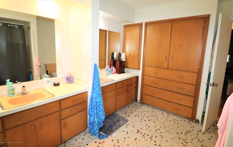 844 E Thomas L Pkwy - 15 Main Bath Cabinets - 20