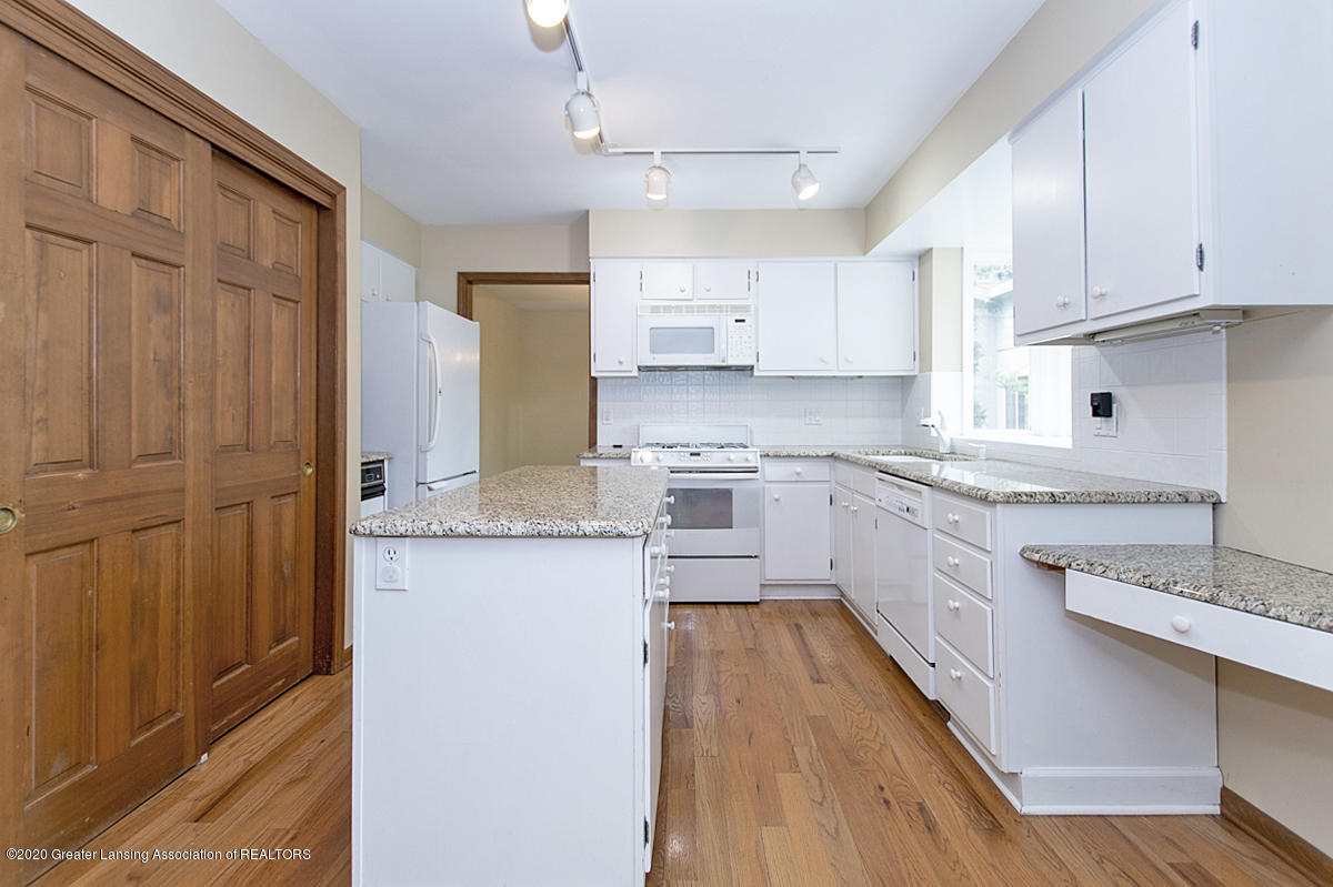1309 Basswood Cir - Kitchen - 12