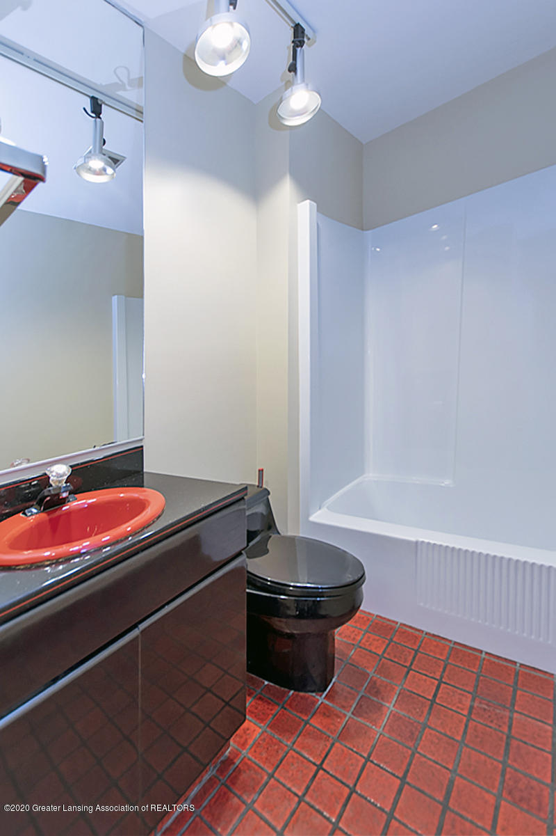 1309 Basswood Cir - 1st Floor Bath - 18