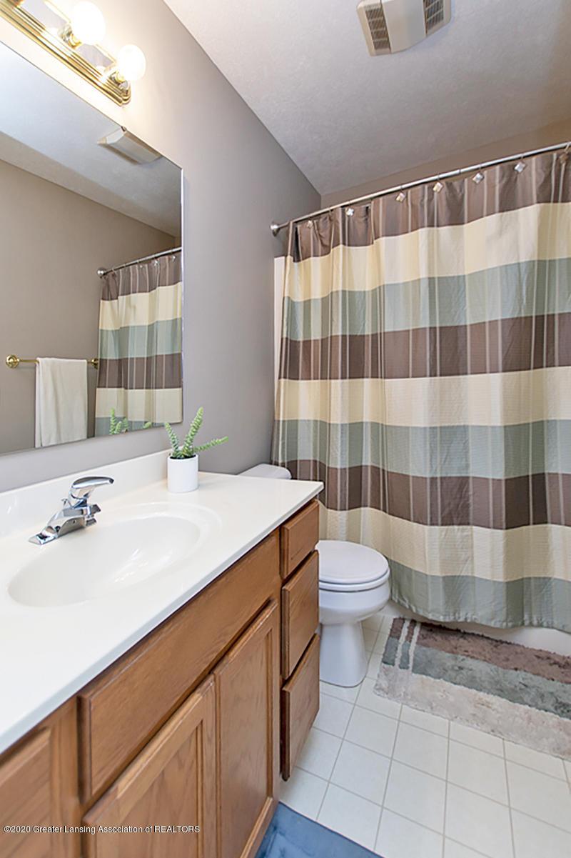 2916 Marfitt Rd # 10 - SECOND FLOOR Full Bath - 19