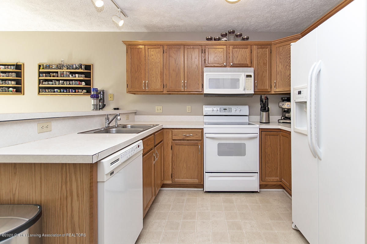 2916 Marfitt Rd # 10 - FIRST FLOOR Kitchen - 11