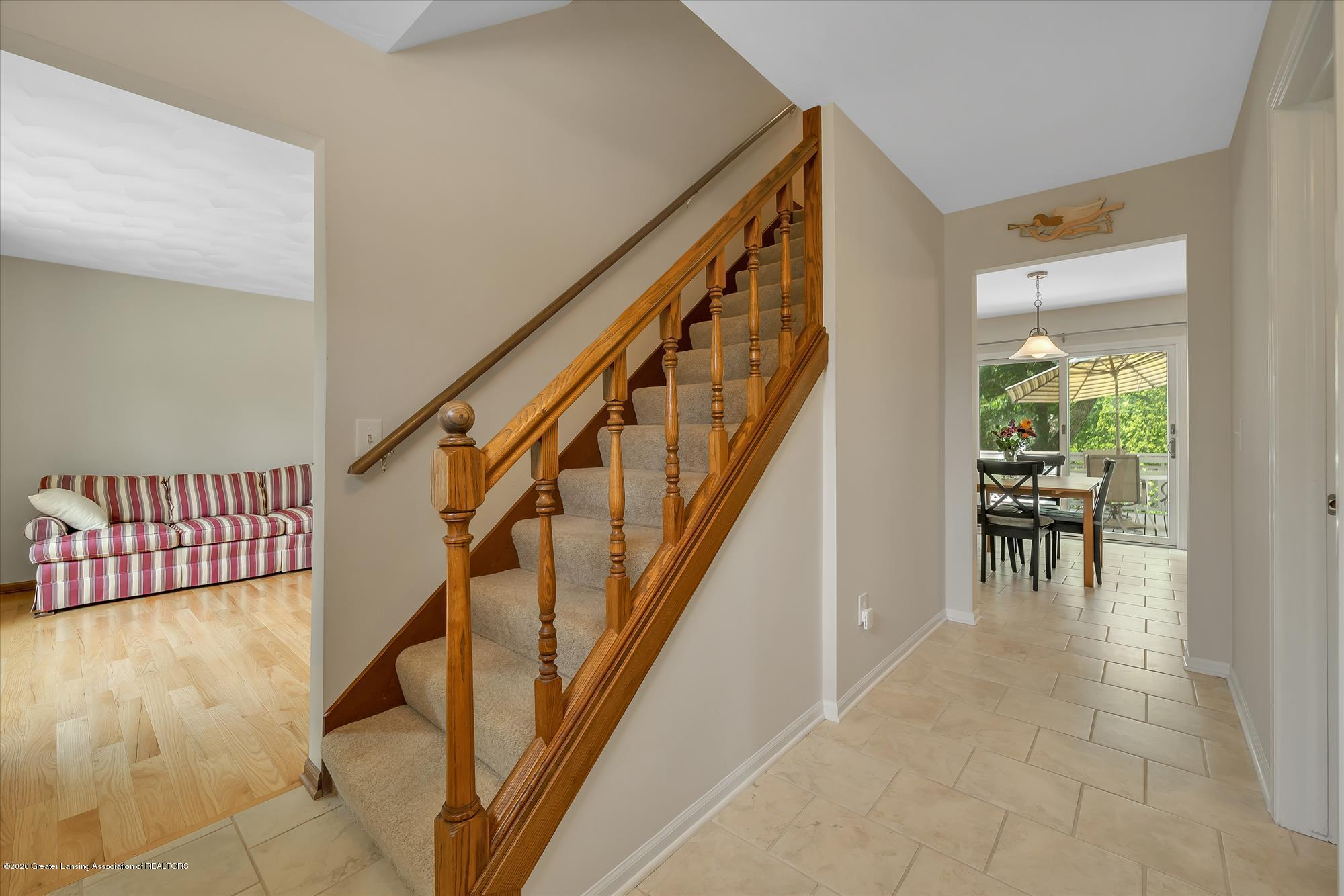 1606 Birchwood Dr - Foyer view to staircase - 4