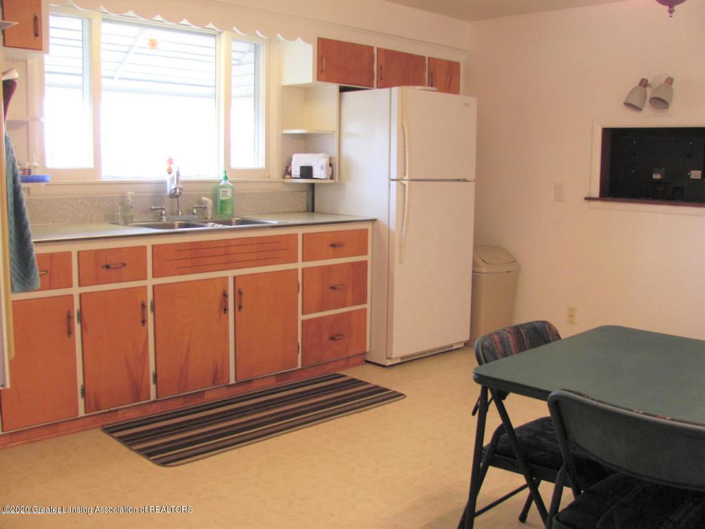 4383 Lansing Rd - Kitchen - 14